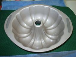 "Farberware Non-Stick Bundt Cake Fluted Pan, 9-1/2"" diameter"